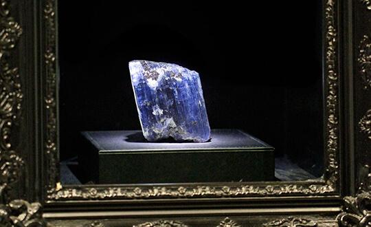 4000 carat rough tanzanite on display at Shimansky Cape Town